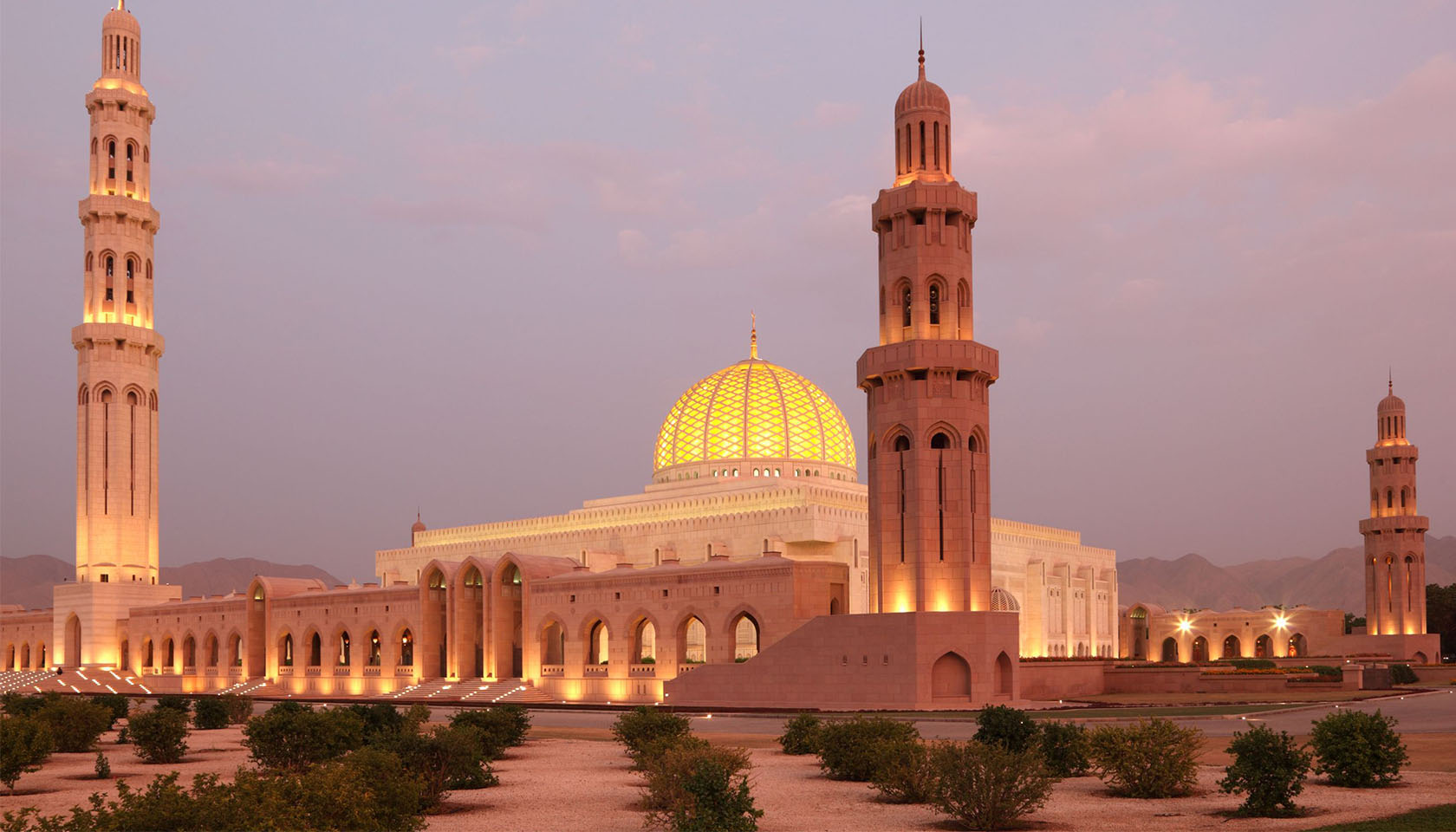 sultan-qaboos-grand-mosque-in-muscat-oman